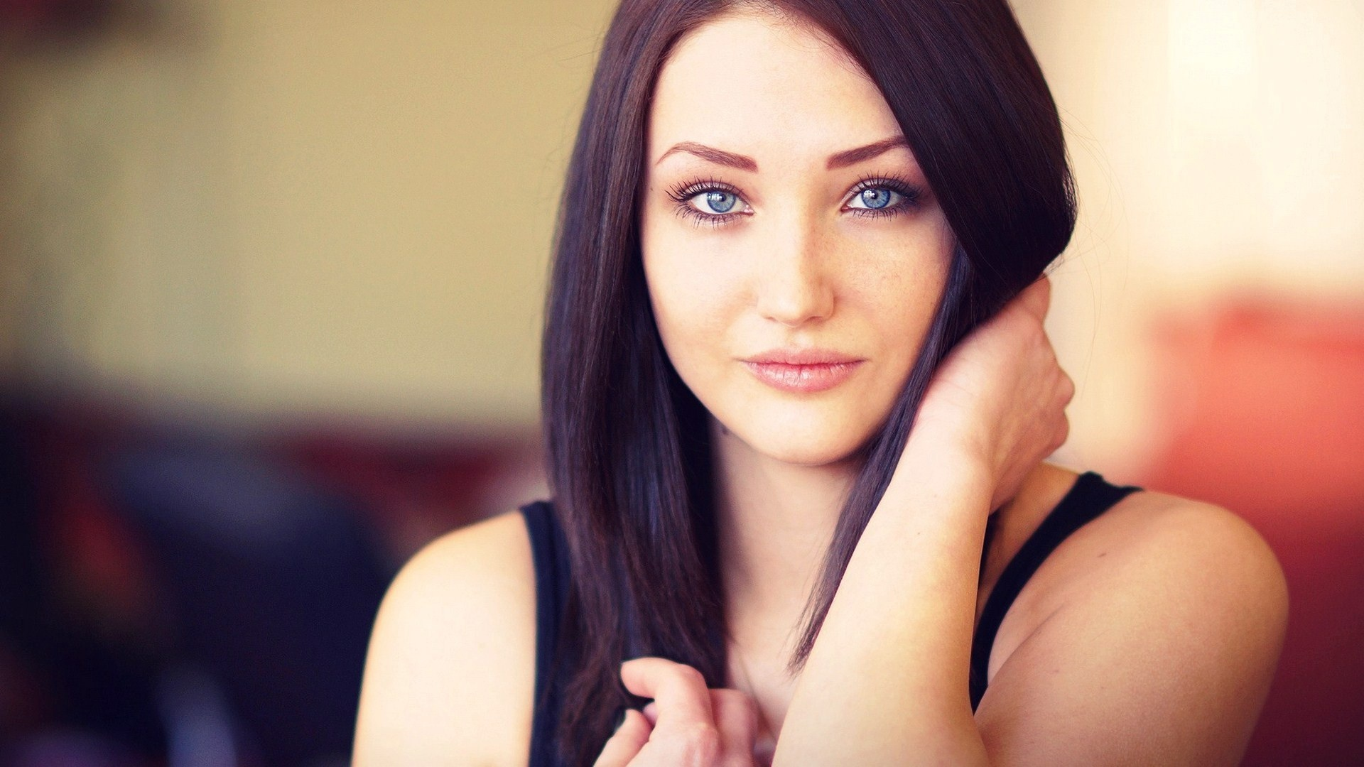 Black-hair-girl-blue-eyes_1920x1080