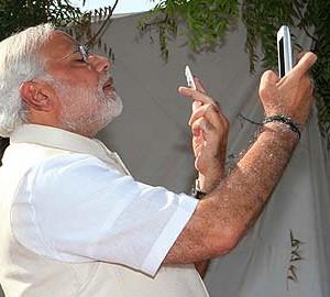 Narendra_Modi_Selfie_360